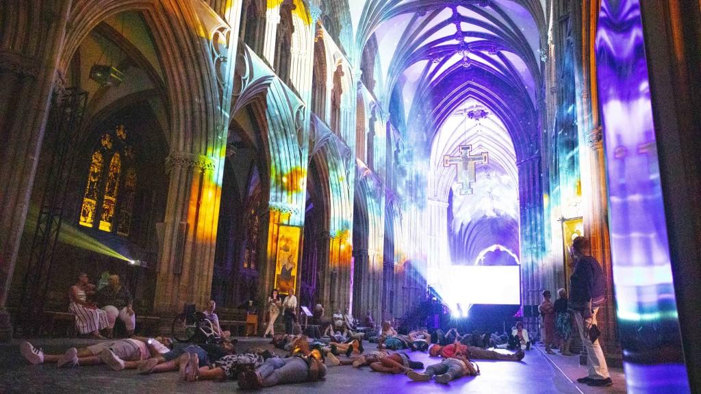 david harper peter walker sculptor space lichfield cathedral luxmuralis