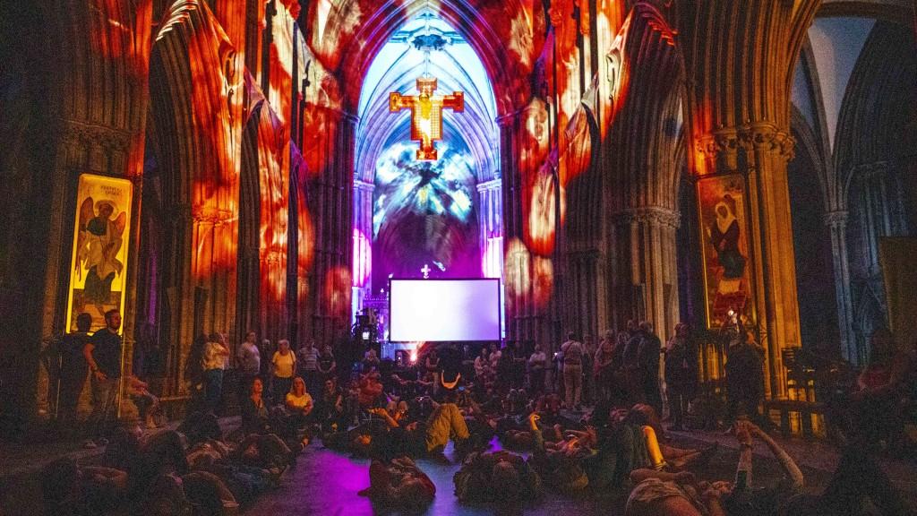 david harper peter walker space lichfield cathedral luxmuralis _2